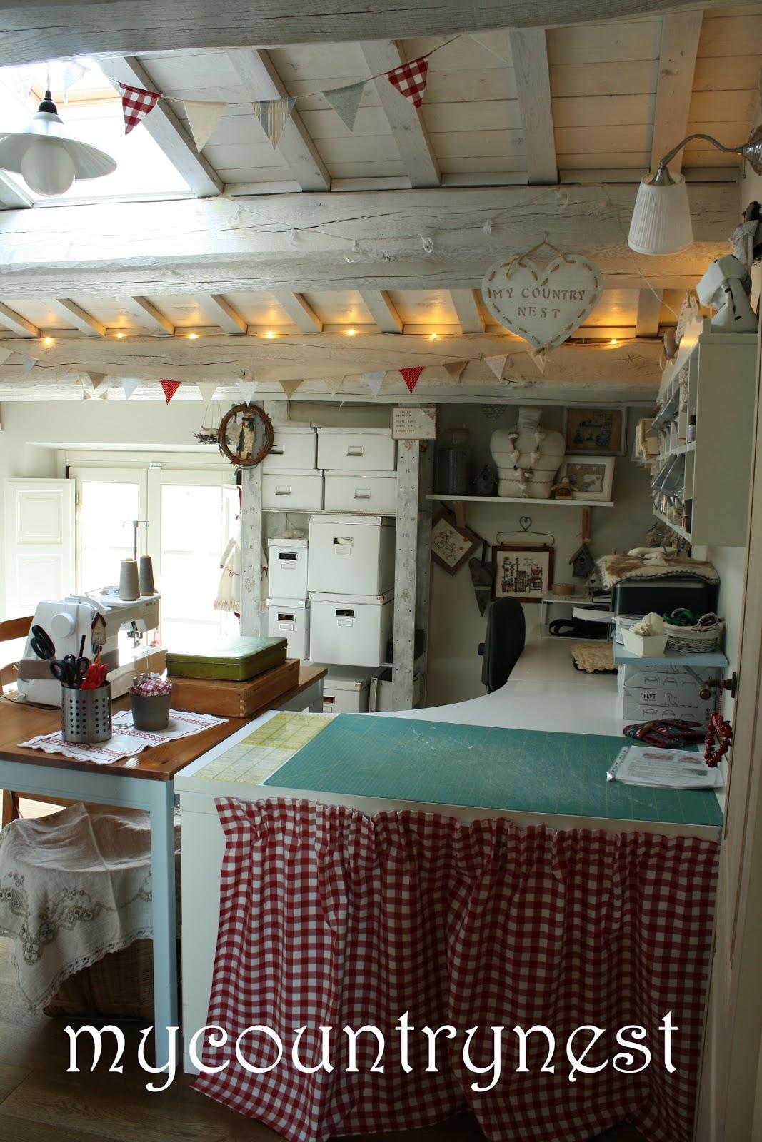 My country nest: il vecchio tavolo incontra la macchina da cucire