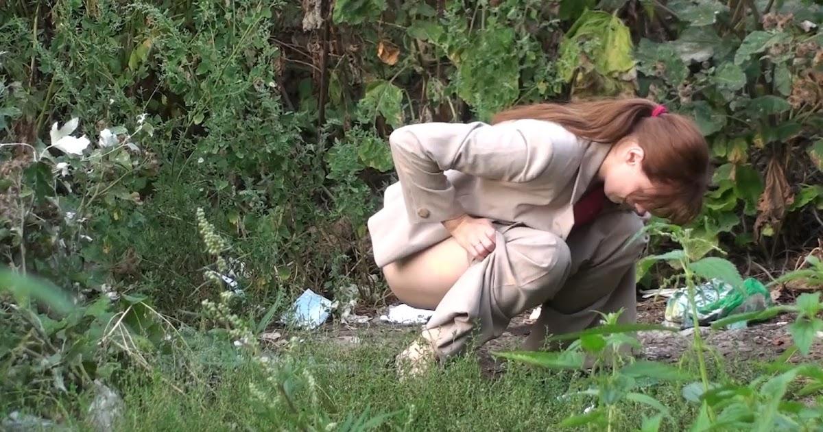 Voyeur Zone: Outdoor peeing