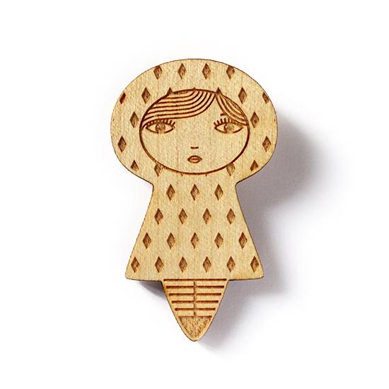 http://www.lesfollesmarquises.com/product/broche-poupee-bois-losanges
