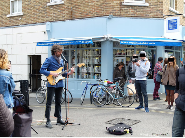 Broadway Market marché East London Londres librairie chanteur de rue