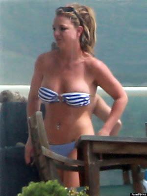 britney spears en diminuto bikini rayado 2013