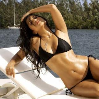 Hot Sensuous Sunny Leone in Black Bikini HQ Wallpapers