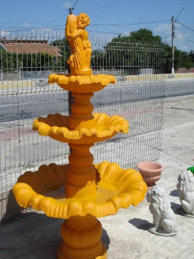 fântână arteziană galbenă