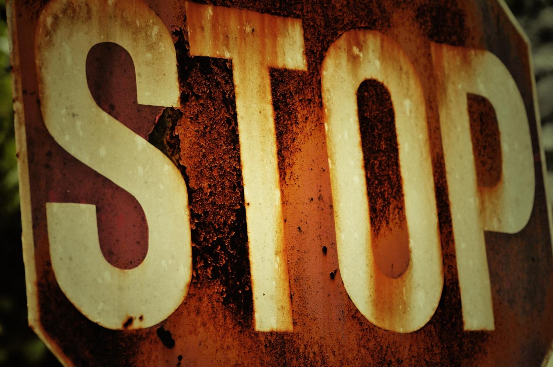 http://1.bp.blogspot.com/-TkxJls4_a6k/TuqkMNZwwfI/AAAAAAAAAig/3V0Nqs0peK8/s1600/full_rusty-stop-sign.jpg