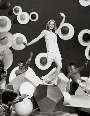 Rocío Dúrcal en Amor en el aire, de Luis Cesar Amadori, 1967.