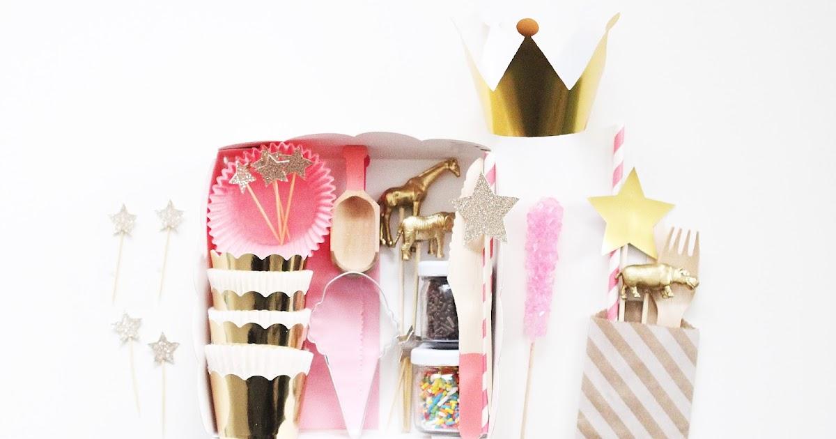 bright bold diy christmas cookie decorating kit. Black Bedroom Furniture Sets. Home Design Ideas