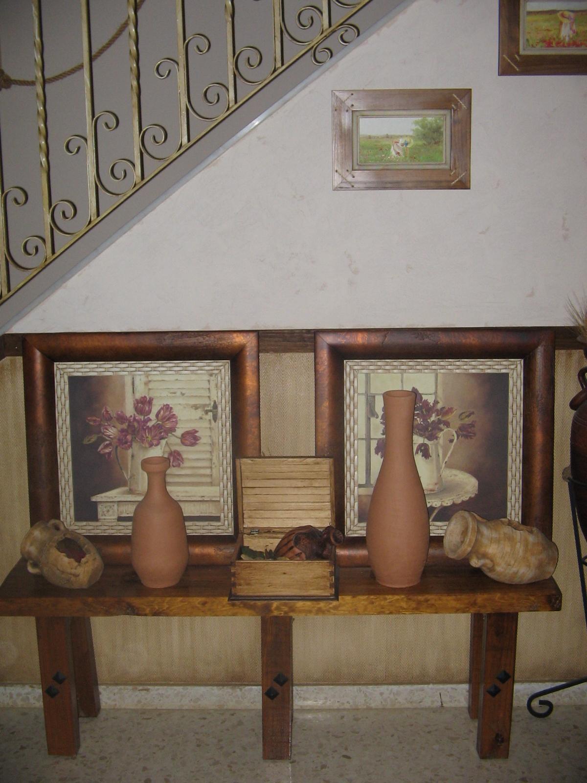 La habitacion de la chacha 00314 recibidor compuesto por un banco de madera maciza con - Jarrones rusticos ...