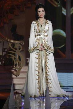 Caftan blanc 2015 takchita Marocaine de luxe en cette couleur très ... 643a92c84d3
