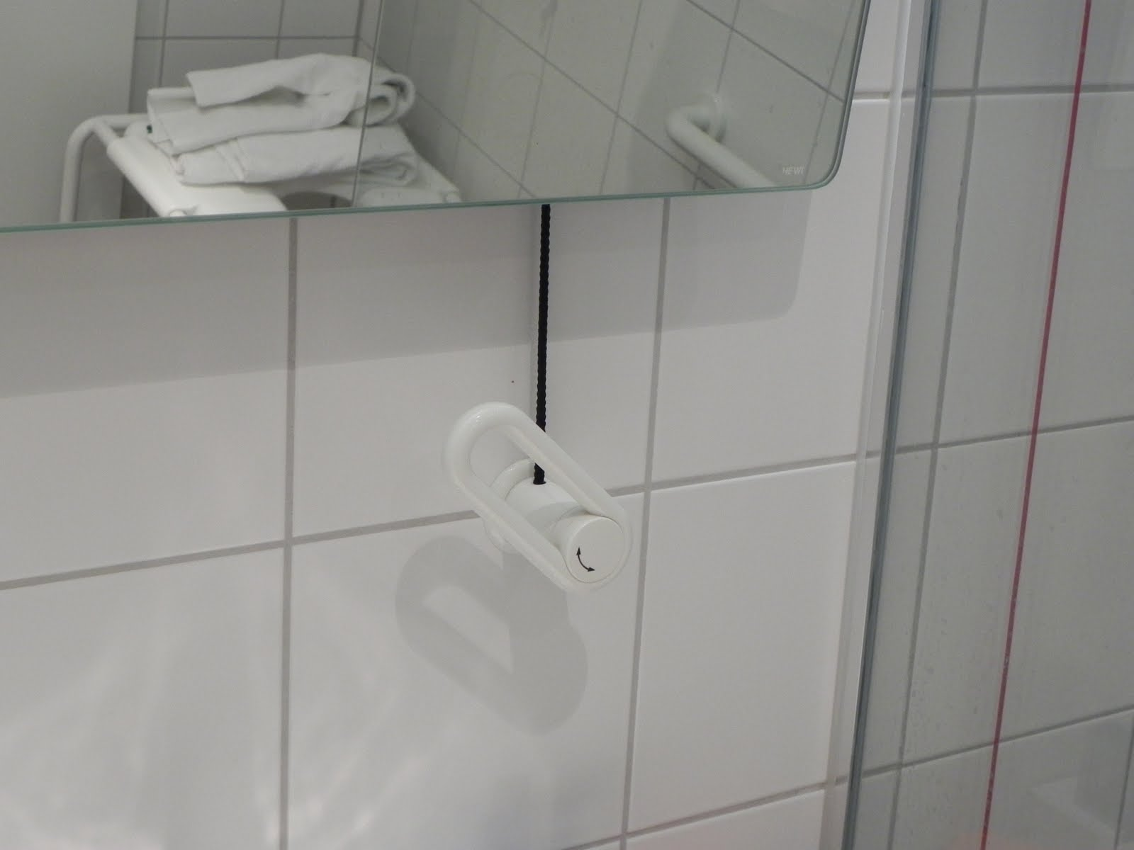 Sanitário acessível – Hotel na Alemanha Acessibilidade na  #61474C 1600 1200
