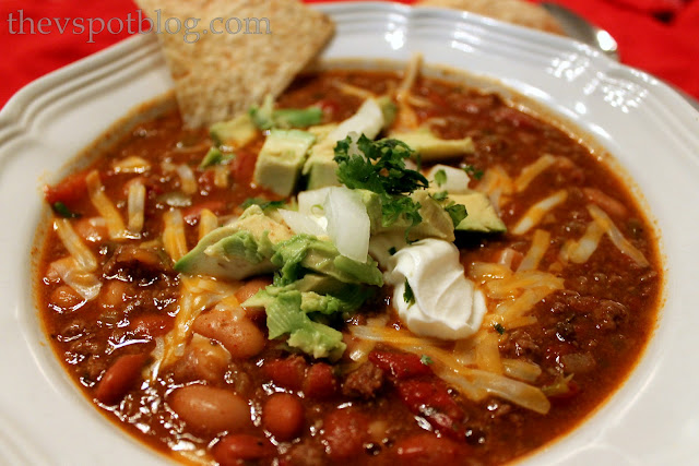venison, chili, recipe, beans, sour cream, cheese, cilantro, chips