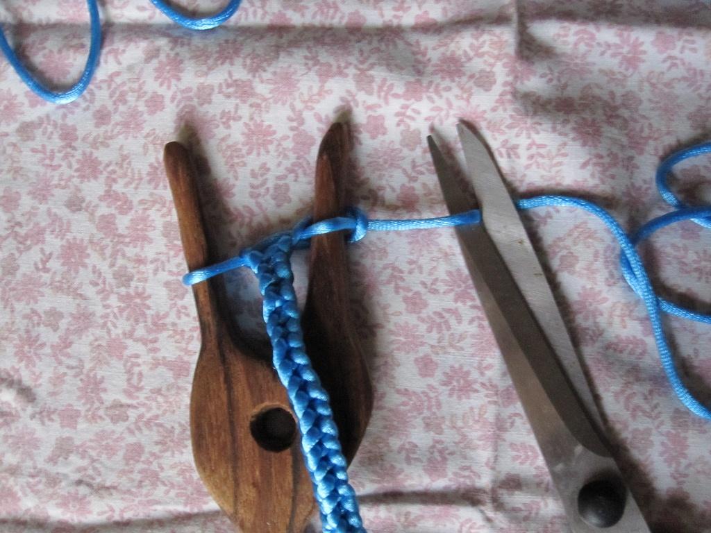 textil kunst keller lucet oder die strickgabel teil 2. Black Bedroom Furniture Sets. Home Design Ideas