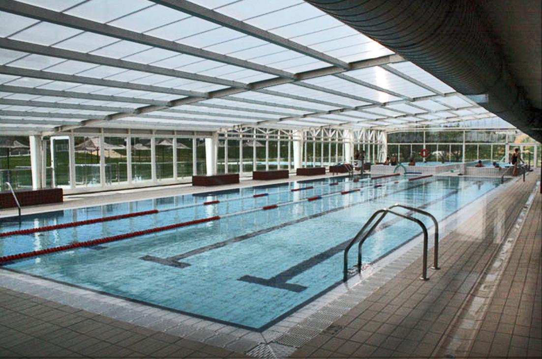 Ltimo d a de piscina for Piscina escuelas pias