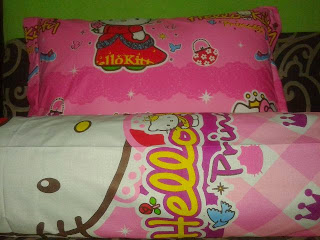 Sarung Bantal Guling Hello Kitty