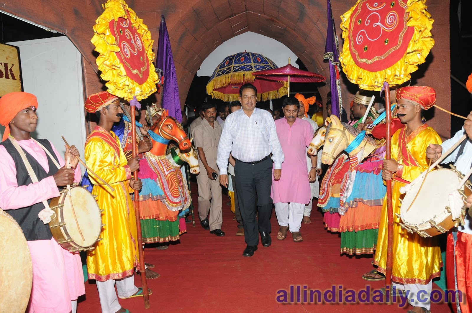 Deputy Chief Minister, Mr. Francis Dsouza and Mr. Dilip Parulekar, Tourism Minister, inaugrating the festival