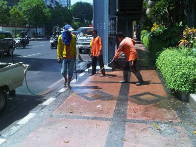 Bersihkan Surabaya, Tak Kenal Libur Lebaran