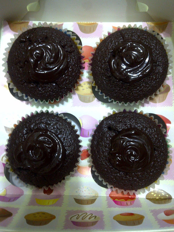Healthy Organic Chocolate Cupcakes