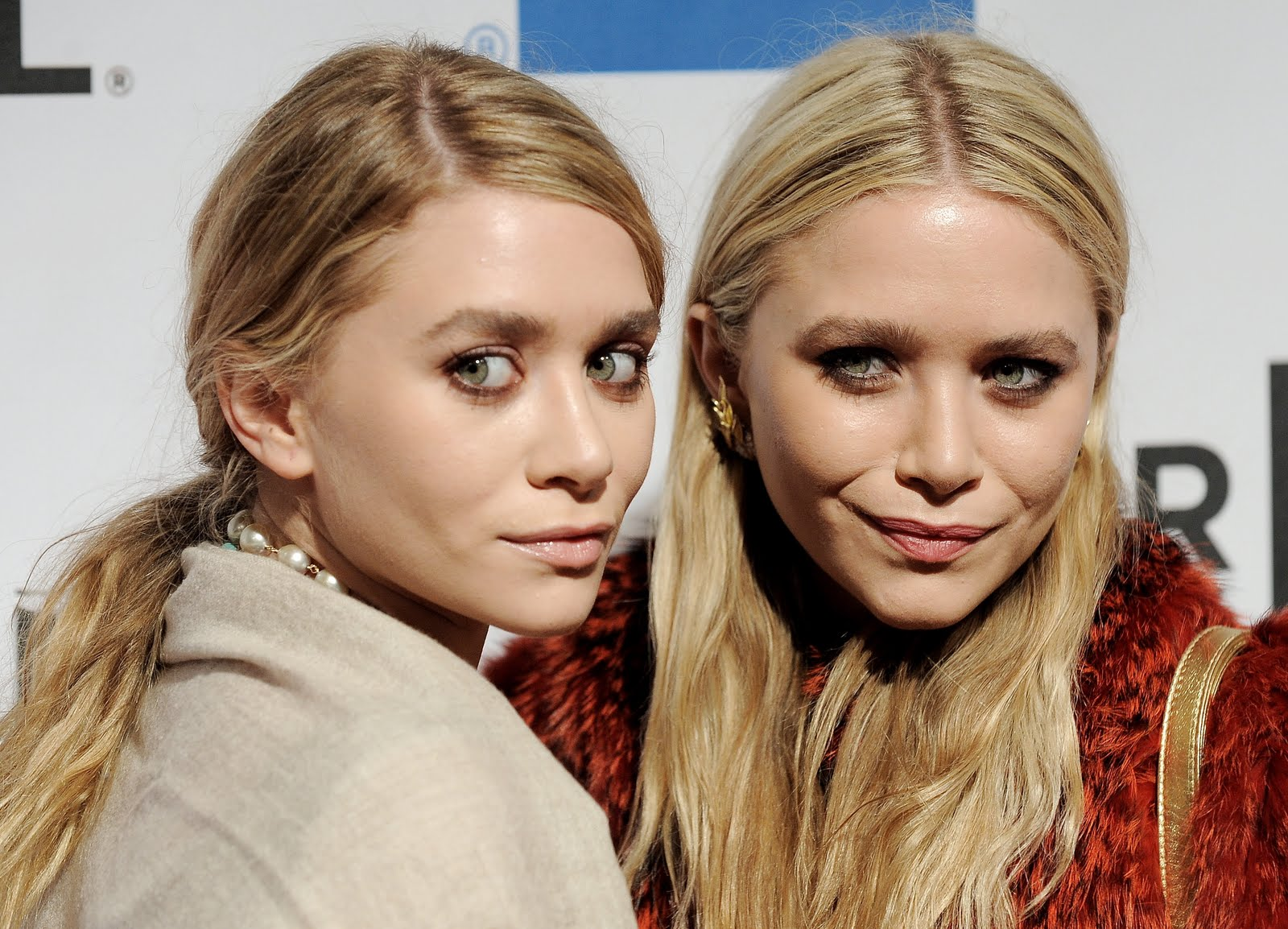 http://1.bp.blogspot.com/-TmoN_gtfokM/TbCsd2iRkVI/AAAAAAAAC9Y/xmzF5PtApSQ/s1600/10796_Mary_Kate_Ashley_Olsen_The_Union_Premiere_J0001_001_122_22lo.jpg