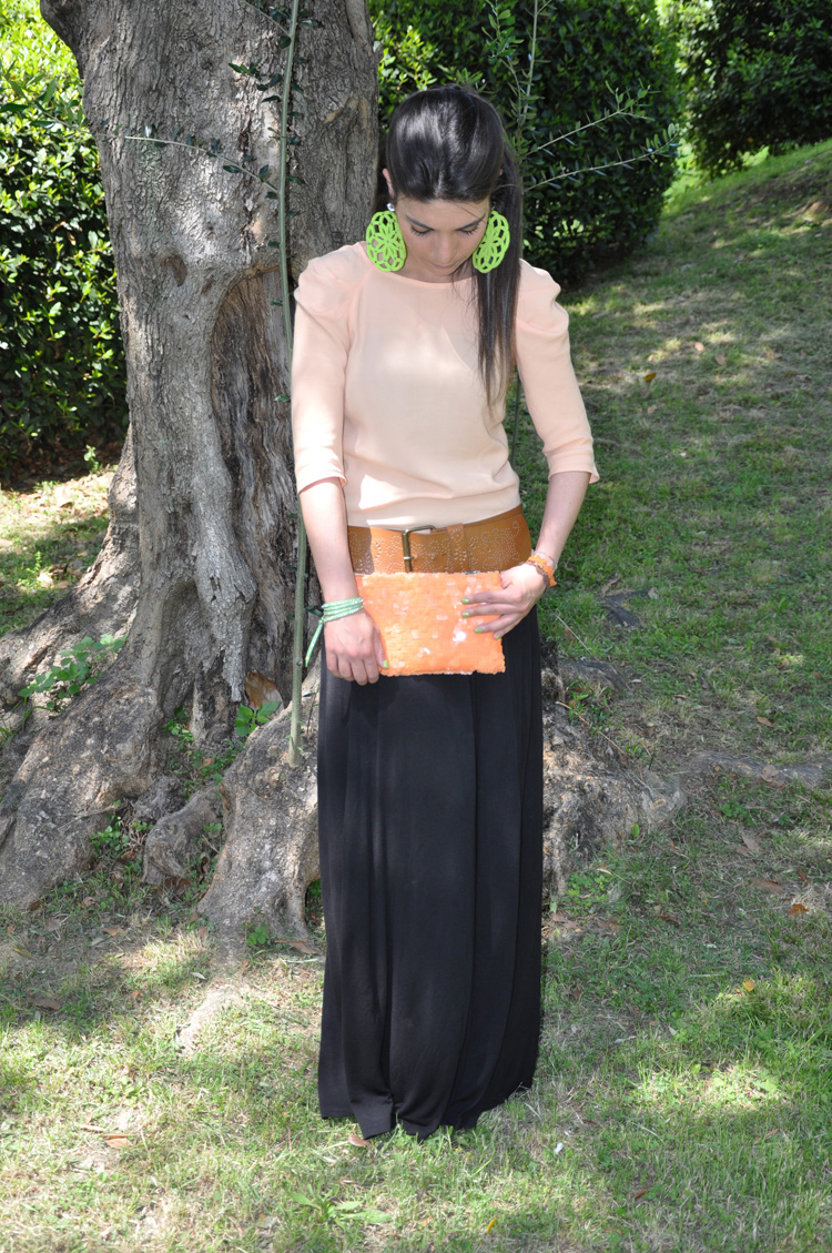 MAXI DRESS: H&M ,BRACELET: Bergè and Cruciani , EARRINGS : Le Gille , WEDGES: Twin-set, BAG and BLOUSE: Zara , BELT: no brand , NAILPOLISH: Revlon  + Chanel 219 black satin