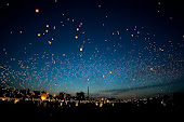 No me digas que el limite esta en el cielo, cuando hay pisadas en la luna...