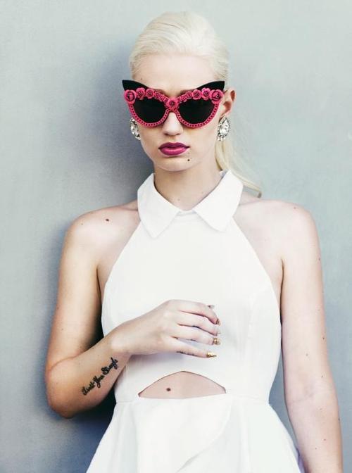 Iggy Azalea A-morir sunglasses