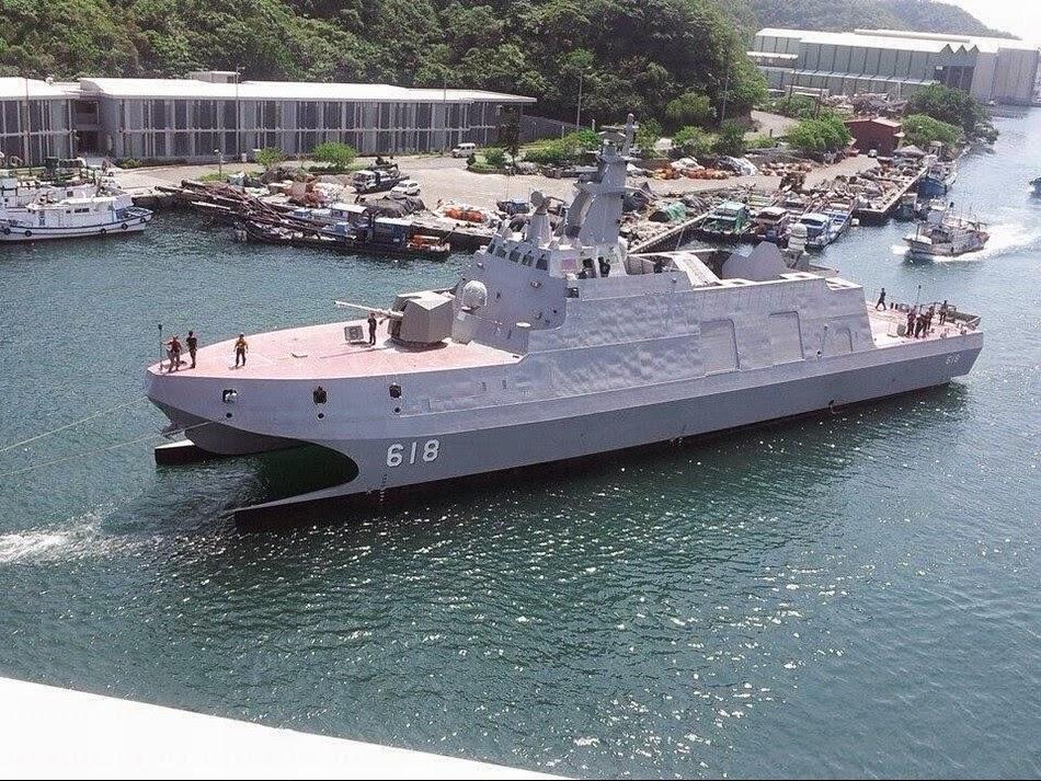 SUPER FAST US Navy HSV 2 Swift Catamaran - YouTube