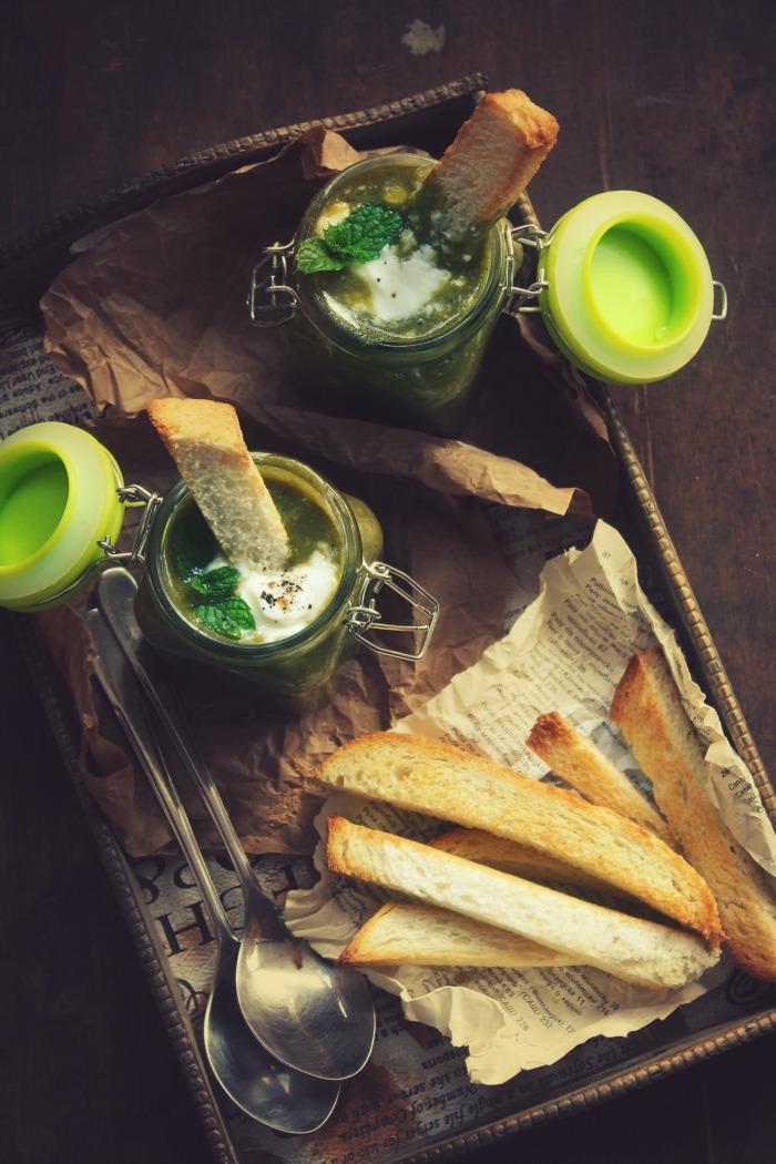 Спаначена крем супа с картофи и мента