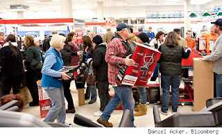 Holiday shoppers (Daniel Acker, Bloomberg)