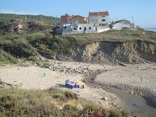 Agua de Madeiros beach small river and houses photo - Leiria - Portugal