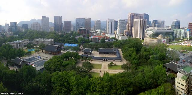 Panorámica del palacio Deoksugung y alrededores