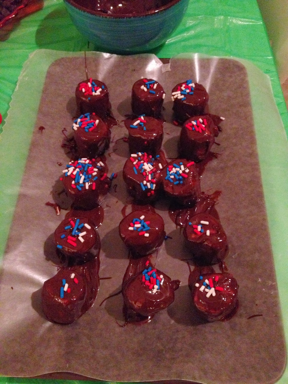 Darling holiday recipe dark chocolate dipped marshmallows for Quick and easy christmas dessert recipes