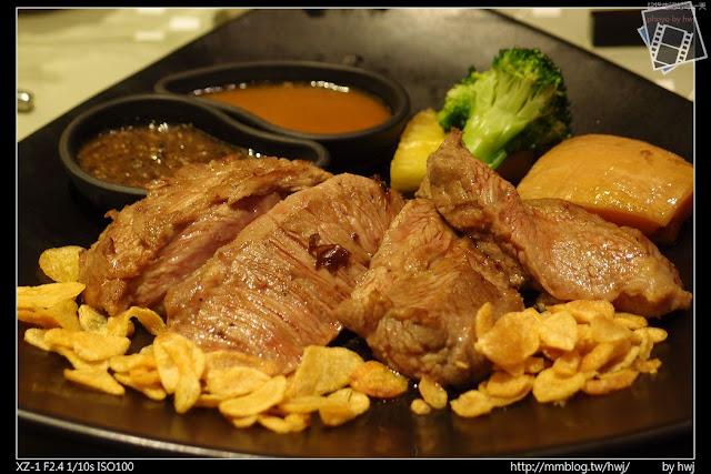 2013-05-09虎尾陶板屋 主食:香蒜瓦片牛肉。(五分熟)