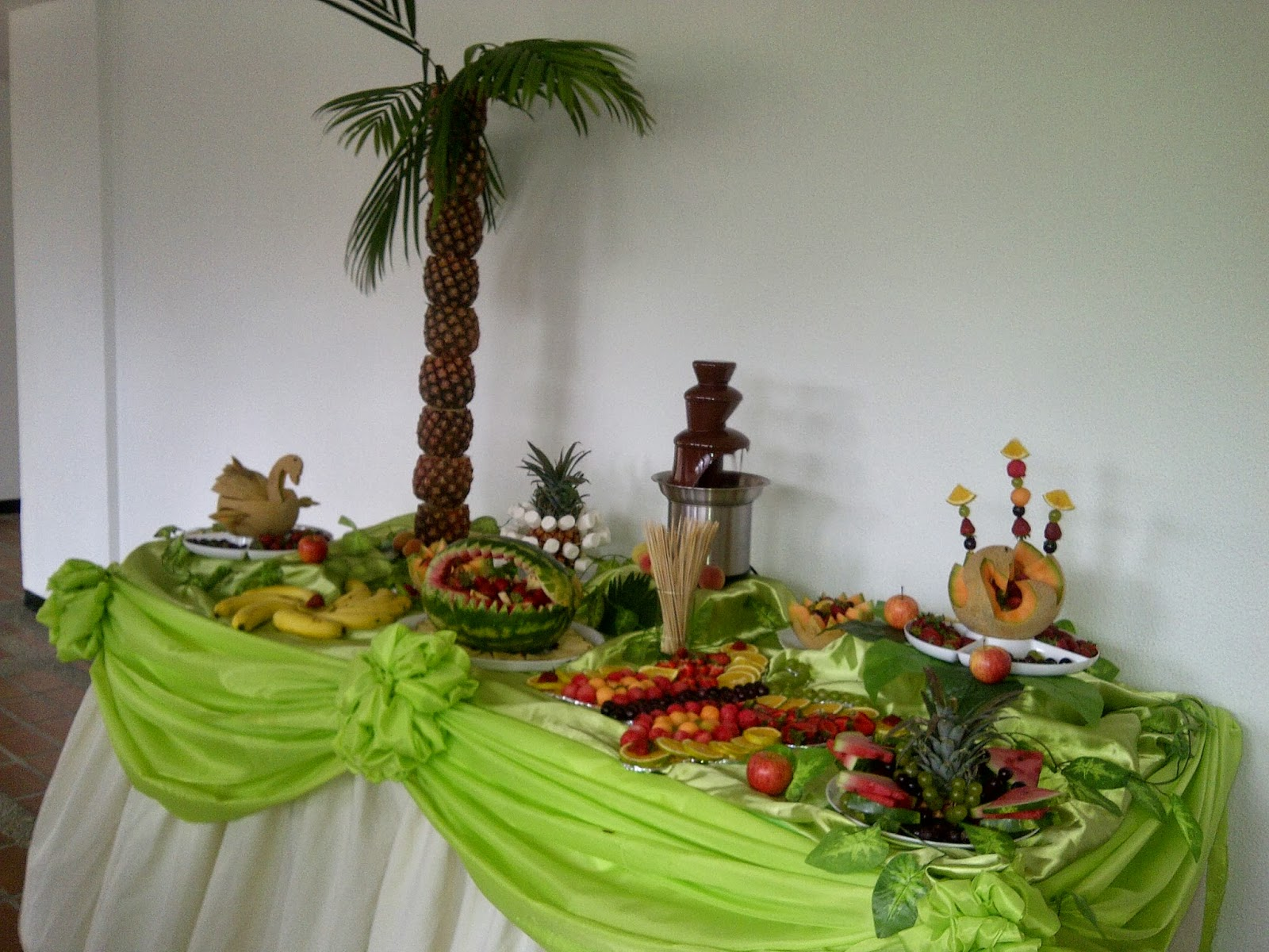 Tu arreglo frutal arte con sabor mesas decoradas con - Como decorar una mesa para una fiesta ...