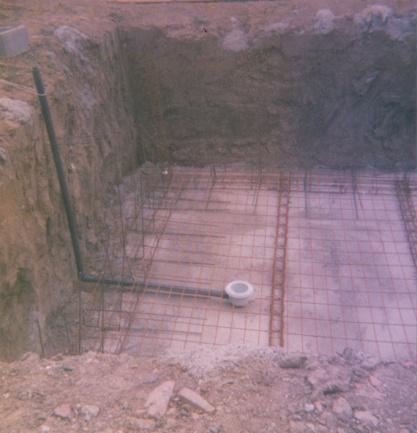 Et une piscine en construction.