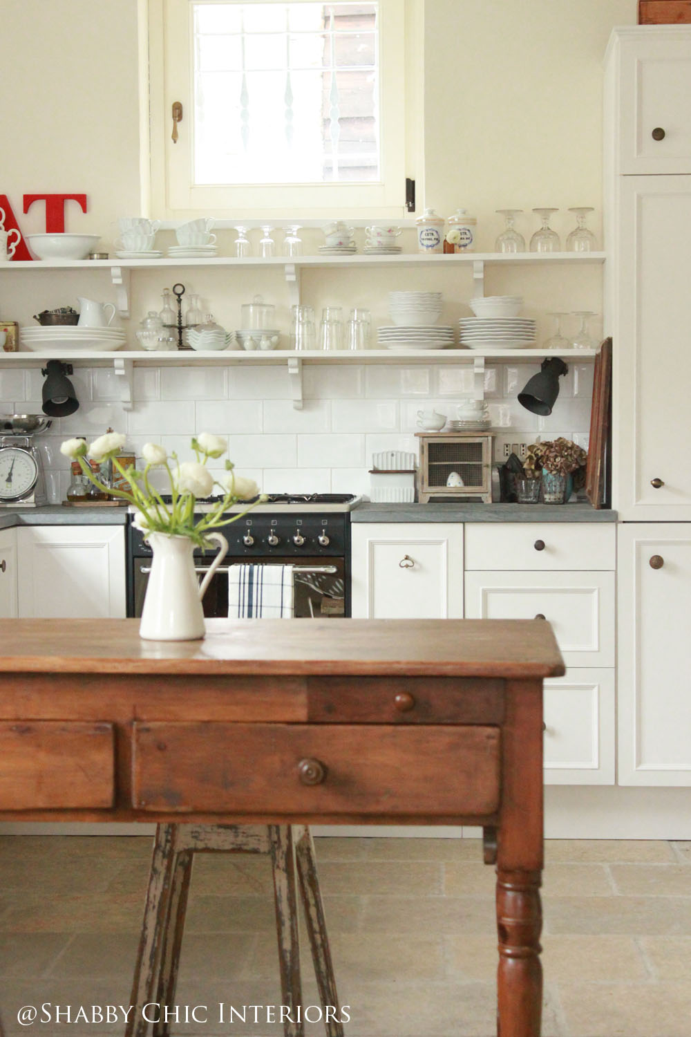 Restyling di una cucina ikea shabby chic interiors for Shabby chic cucina