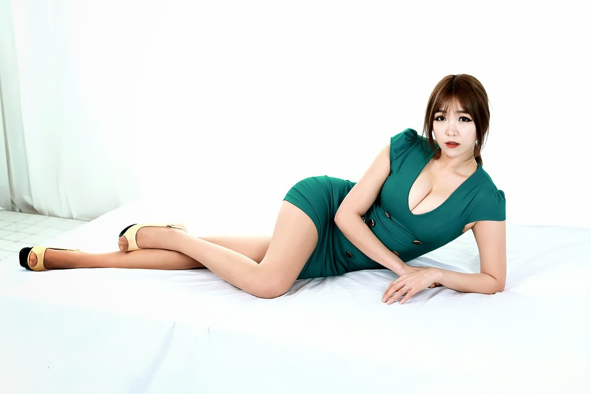 Lee Eun Hye Sexy in Green