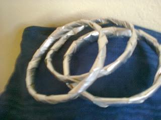 Pulseras metalizadas de material reciclado