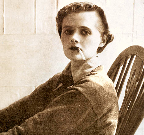 a summary of rebecca by daphne du maurier Rebecca by daphne du maurier - review  reviewing, the title is the name of a  character who never physically appears in the story: rebecca.