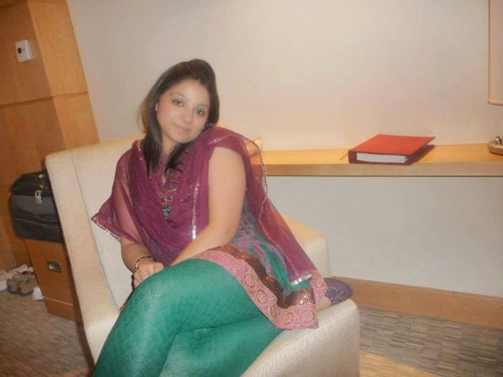 Desi Pakistani Hot Girls In Silk Dress Photos