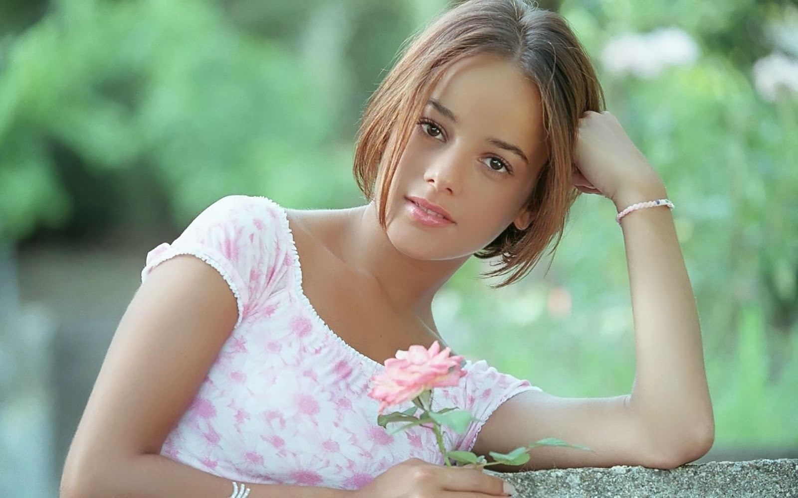 sweet girl alizee with rose hd wallpaper | hd celebrities wallpapers