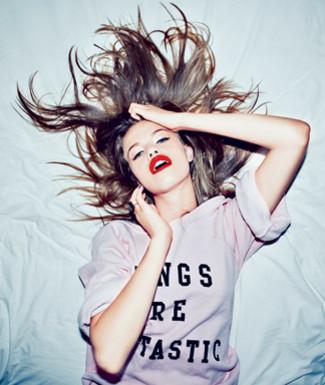 http://1.bp.blogspot.com/-Tphg0X9uwIs/TW_dCwfwcCI/AAAAAAAAAOI/49eiGQ9AN4o/s1600/Fashion-News-Wildfox-Couture_articleimage.jpg