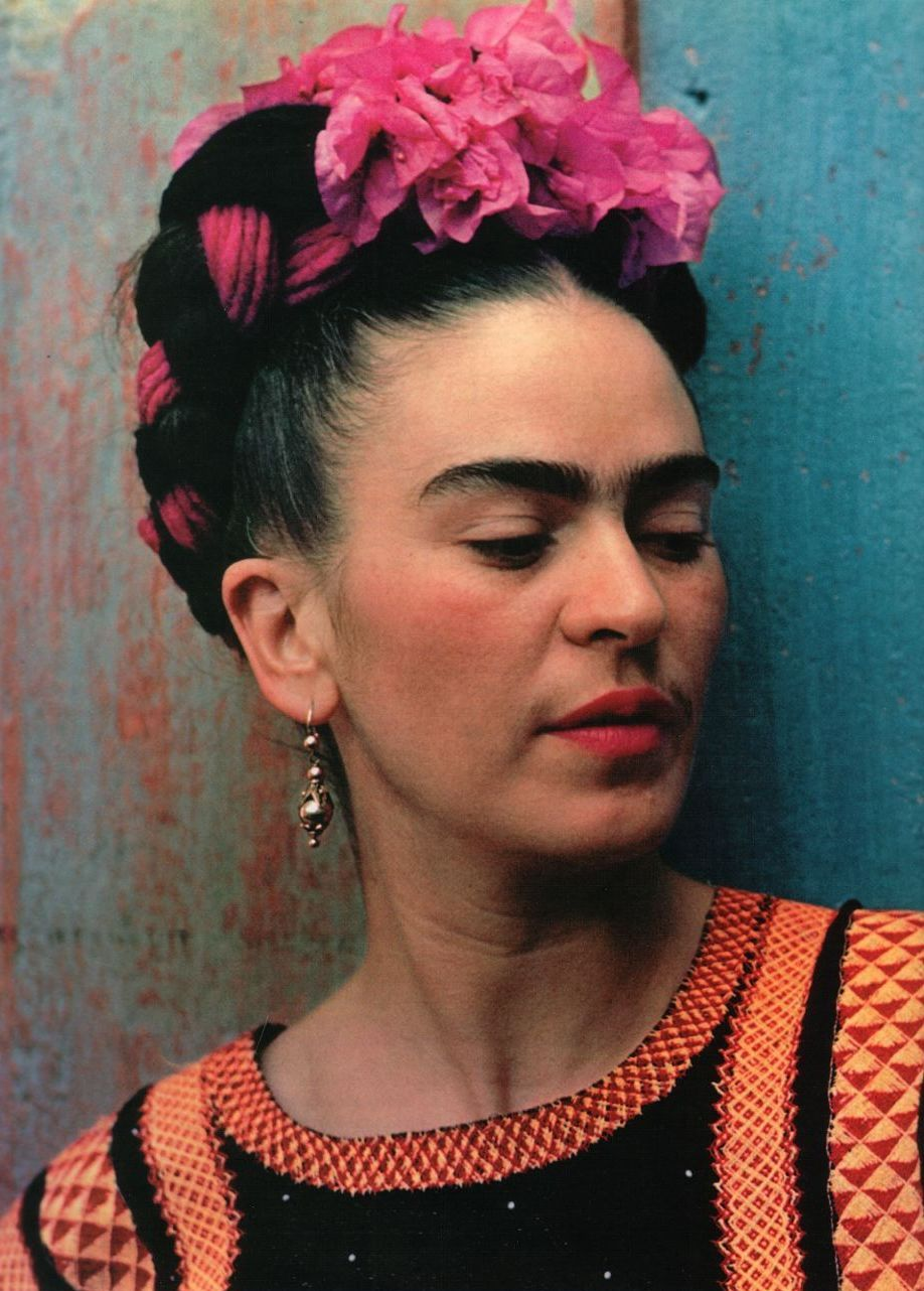 frida kahol Frida kahlo was born in a suburb of mexico city in 1907 she later claimed 1910 as her year of birth, as 1910 was the beginning of the mexican revolutionshe was close to her father but not so close to her often-depressed mother.