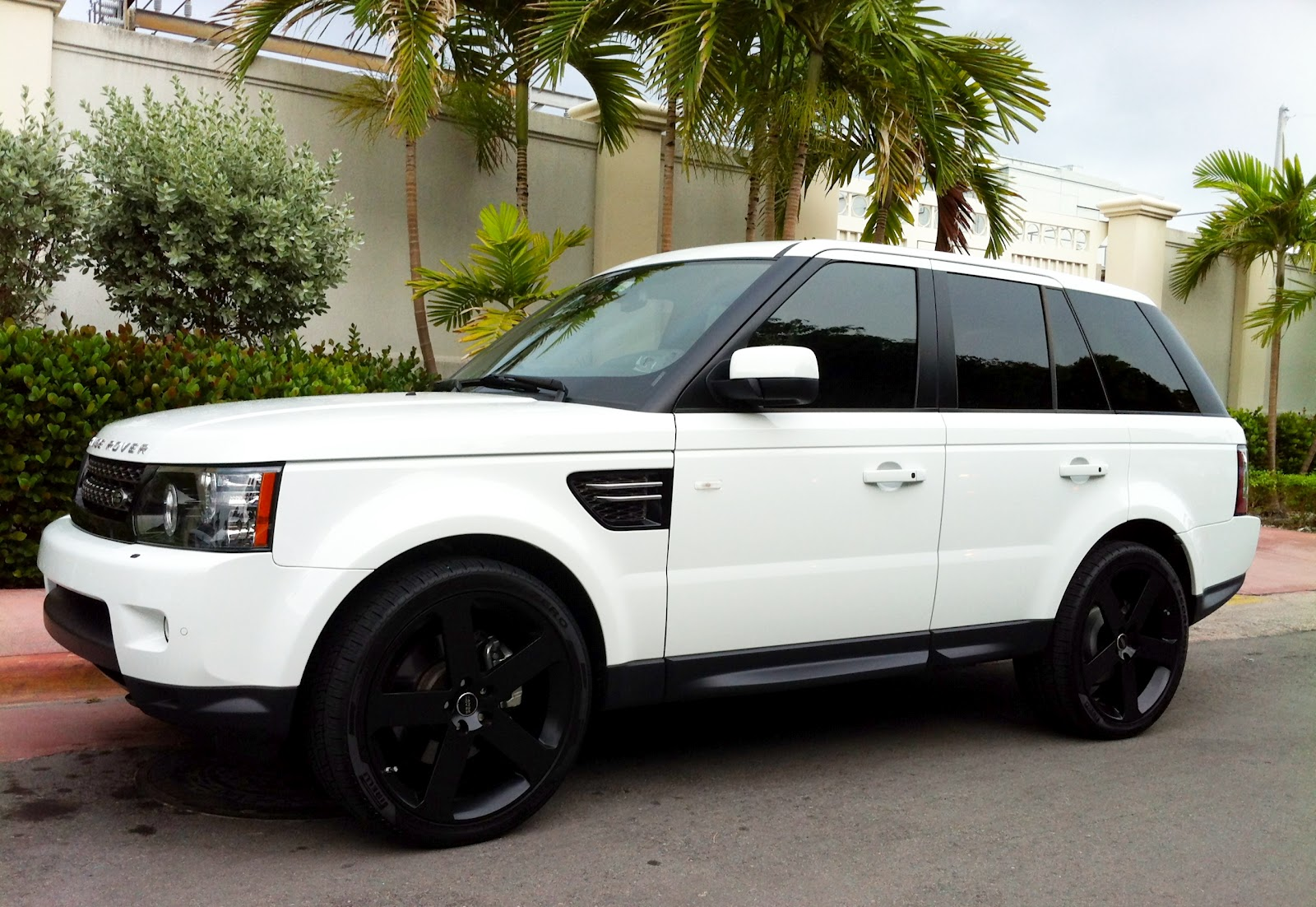 White Range Rover Sport Supercharged with black rims
