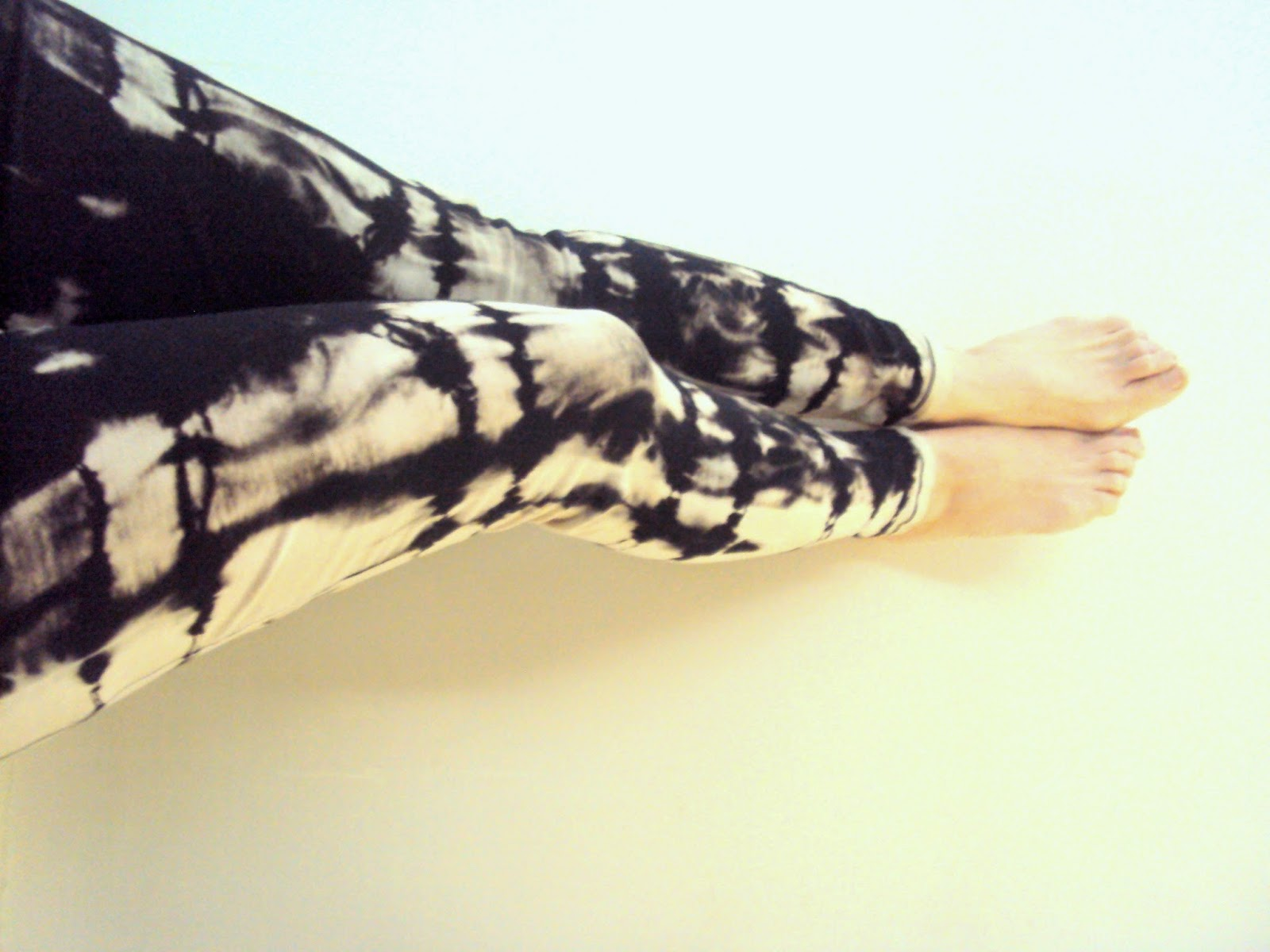 https://www.etsy.com/listing/223281690/smoky-hot-leggings-womens-hand-painted?ref=shop_home_feat_4