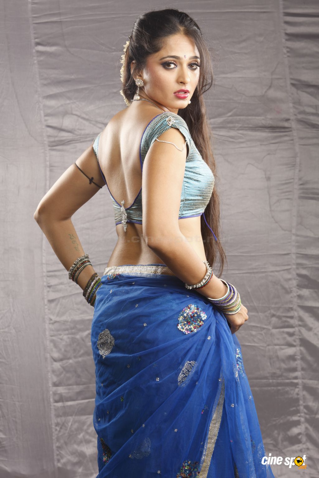 Anushka Hot Saree Photos ~ World Information