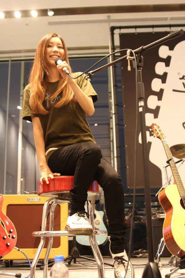 SCANDAL at Uniqlo x Fender Launch 2012 Tomomi