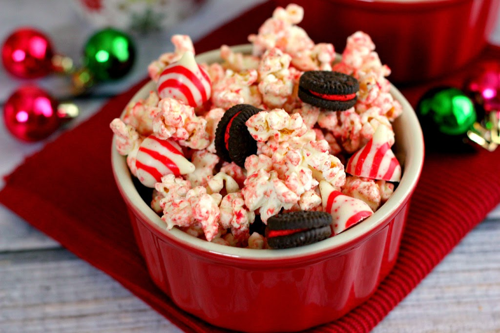 http://www.pumpkinnspice.com/2014/12/03/white-chocolate-candy-cane-popcorn/