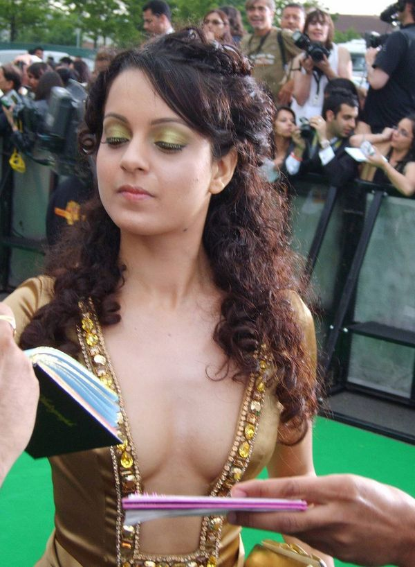 Bollywood actresses wardrobe malfunction