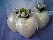 Lembrancinha de casamento- coração em sabonete cor branco com prata