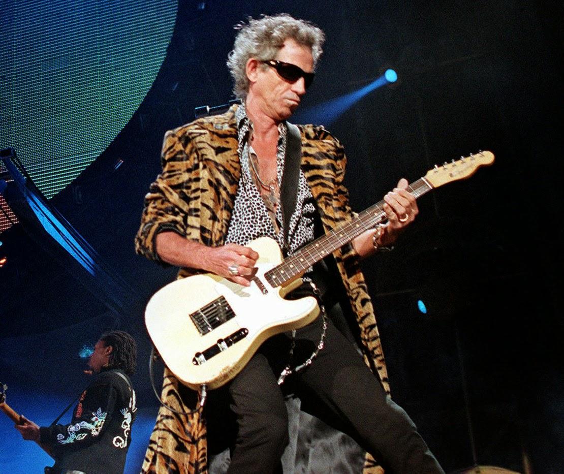 5 Gitaris Terbaik Di Dunia