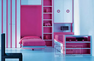 Habitacion con cama abatible rosa y blanca